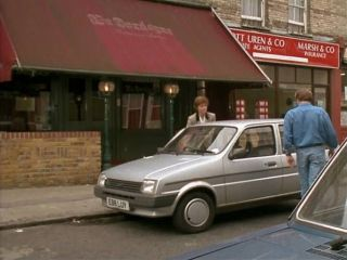 Terry & Angie go for lunch in #7.0 'An Officer & A Car Salesman'