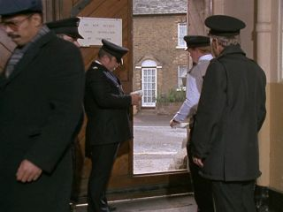 Arthur visits Terry in prison in #7.0 'An Officer & A Car Salesman'