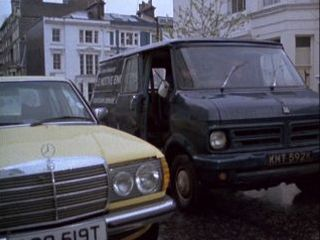 Des & Terry collect the Mercedes in 'The Bounty Hunter'
