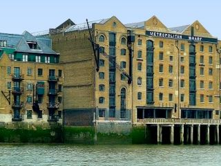 Metropolitan Wharf in 'Back In Good Old England'