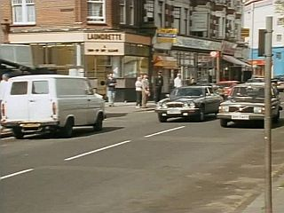 Morley spots Arthur's Daimler in 'Cars And Pints And Pains'