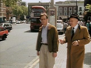 Ray catches the bus in 'The Great Trilby'